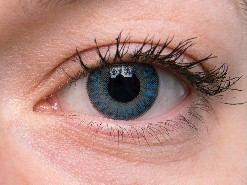 Saphire blue on grey eye