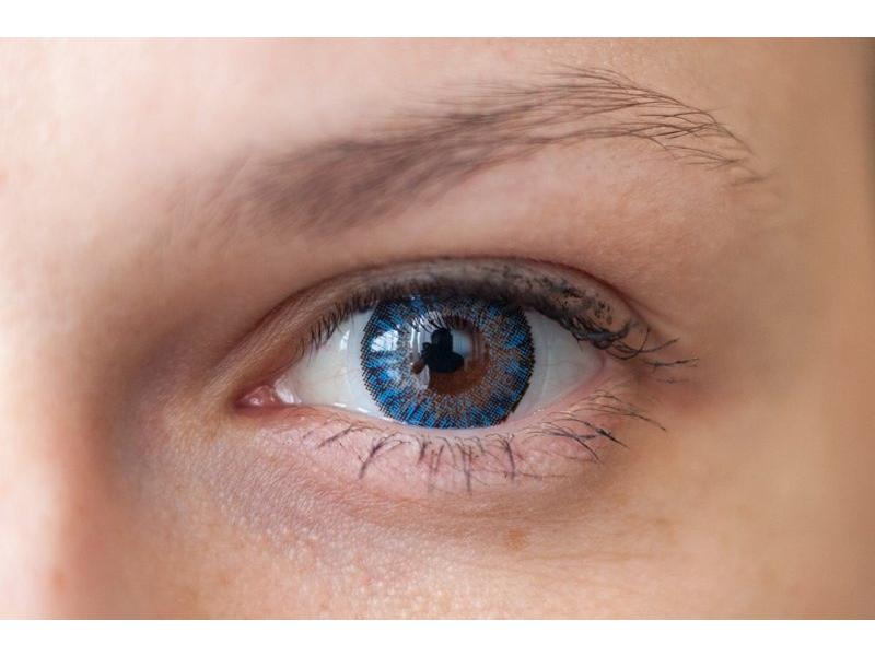 Blue pe ochi căprui